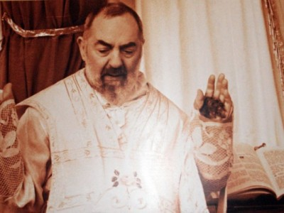 Científico reconoce veracidad de los estigmas en Padre Pío