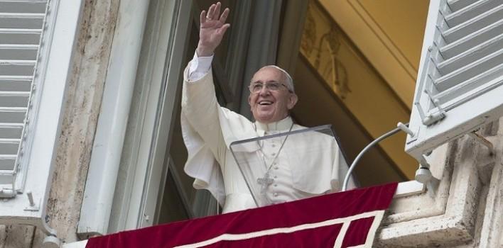 El Papa a la hora del Ángelus: Jesús quiere educarnos a su libertad