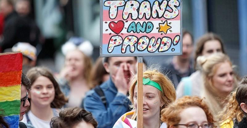 «The Economist» advierte ahora del peligro del movimiento trans