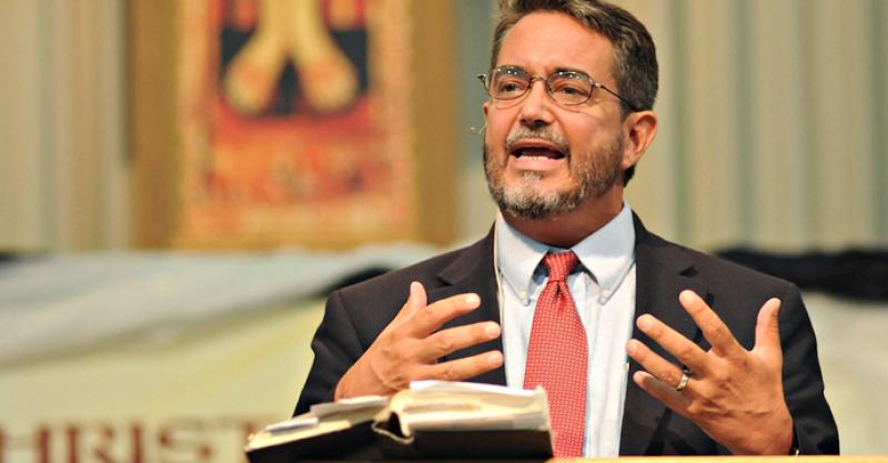 """Siendo un destacado líder Presbiteriano se enamoró de Cristo """"en el Santísimo Sacramento"""""""
